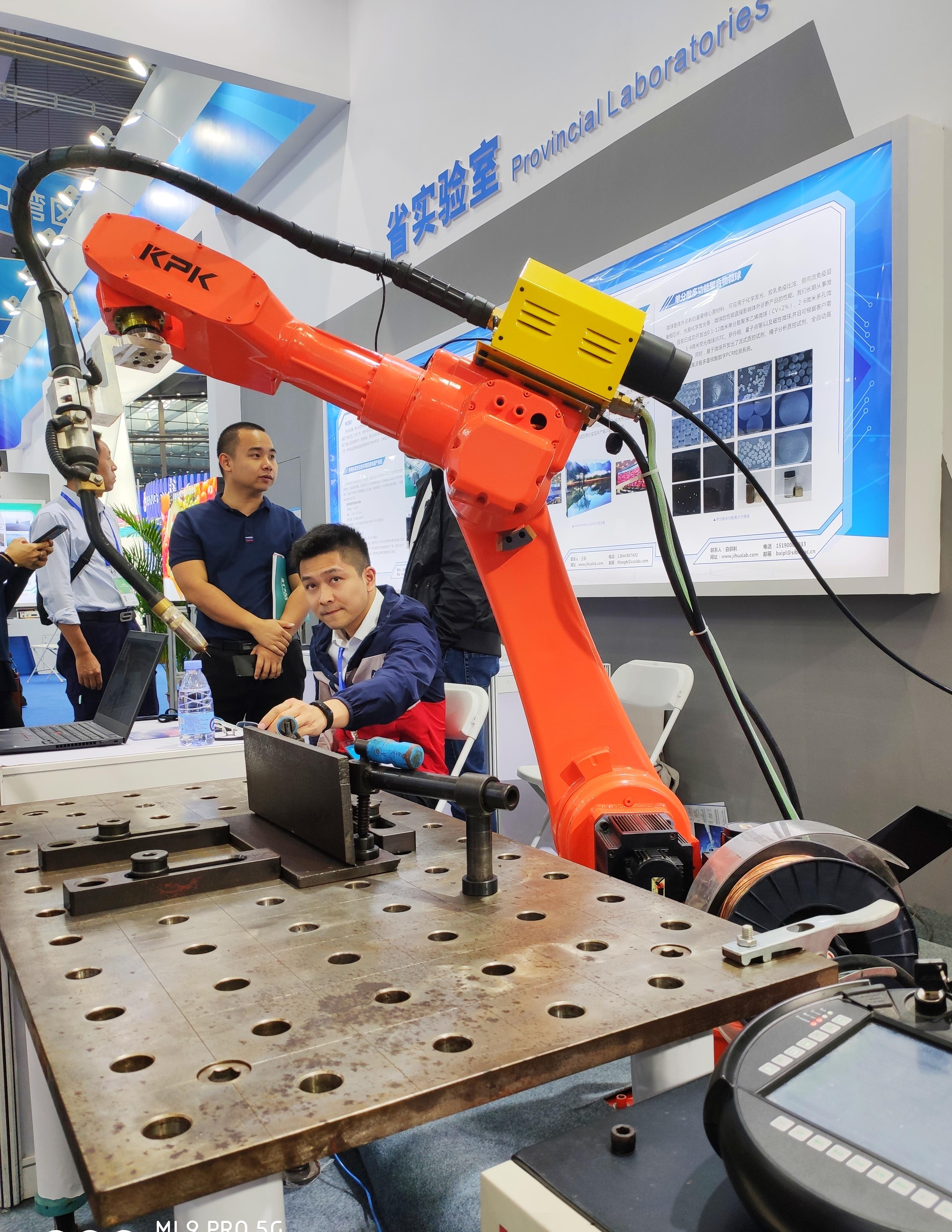 高交会展示前沿科技为中国制造赋能