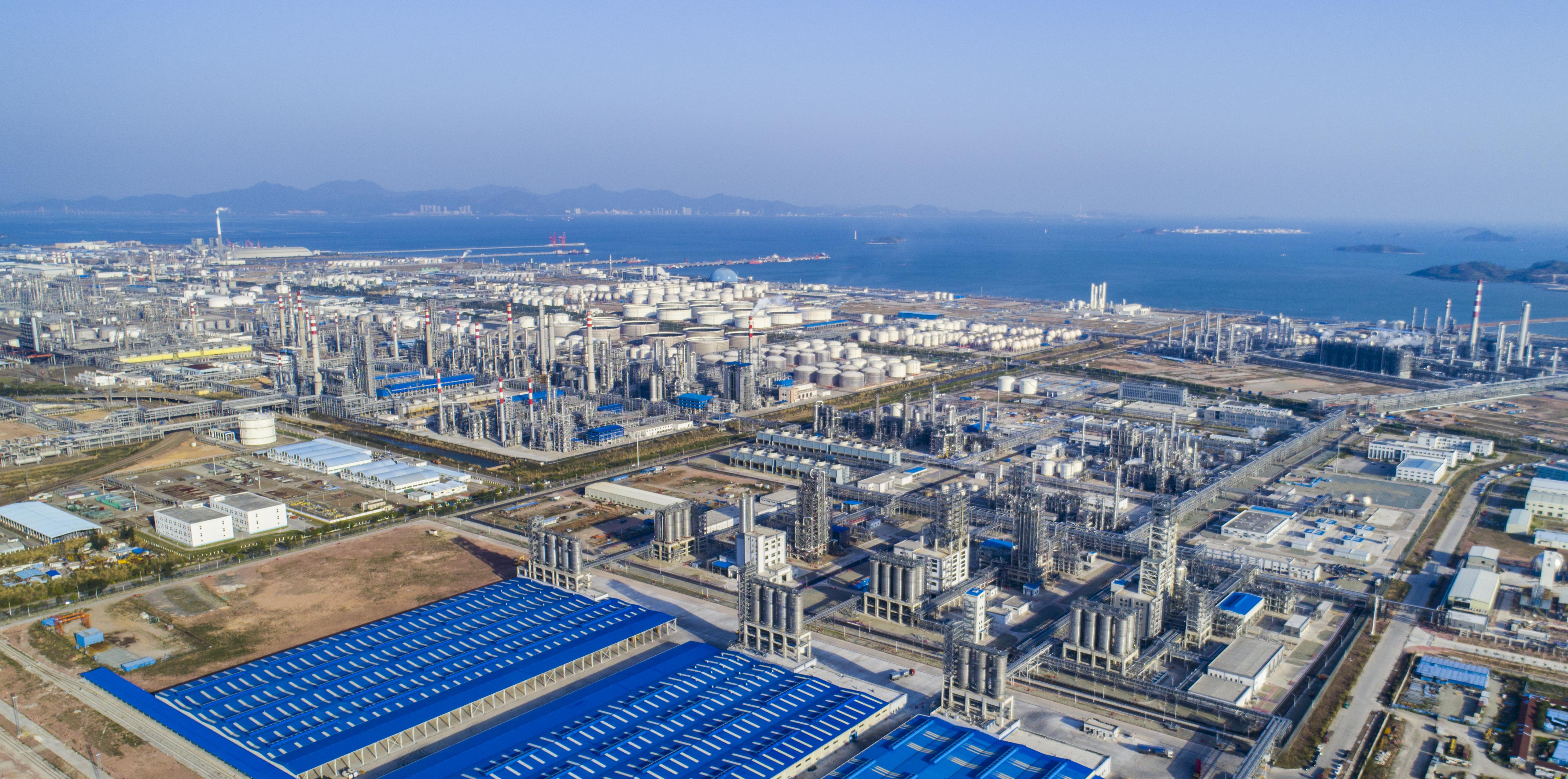 中国海油与壳牌联手开发建设世界级规模的聚碳酸酯装置