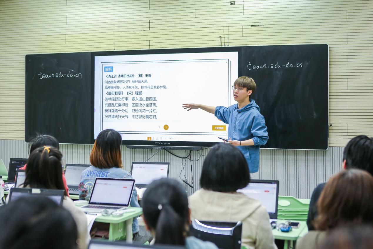 """数字技术驱动课堂变革 实现""""千人千面""""高效教学"""