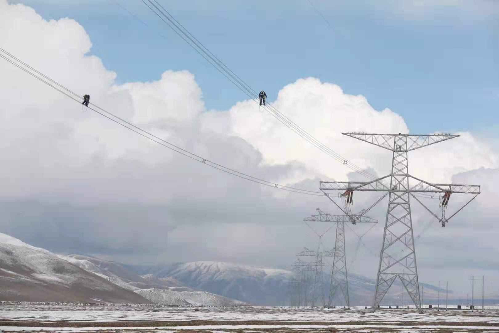 """第十次年度检修任务完成 """"电力天路""""青藏联网工程清洁能源输送能力稳步提升"""